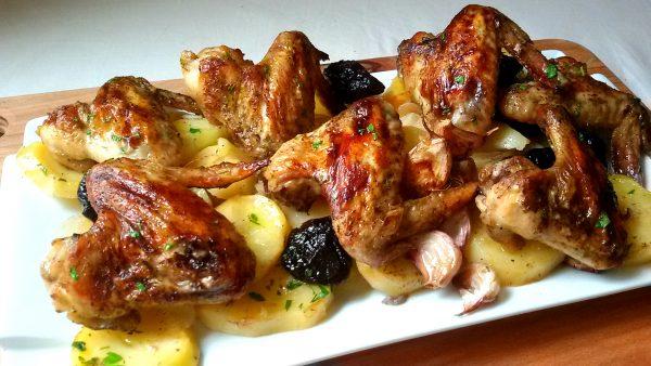 Alitas de Pollo al Horno con Patata Asada